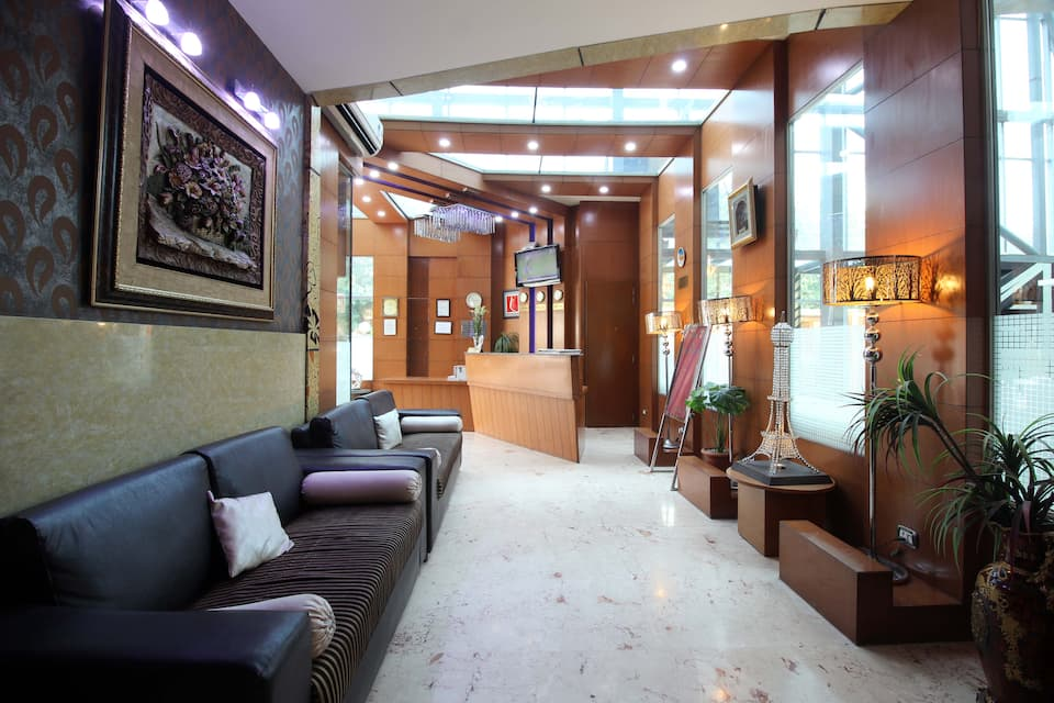 Hotel Signature Grand, West Delhi, Hotel Signature Grand